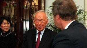 Lee Kuan Yew dalam memoarnya mendeskripsikan karakter Prabowo Subianto, yang kita kenal sebagai salah satu calon presiden 2014-2019. (Image credit: Wikimedia Commons)